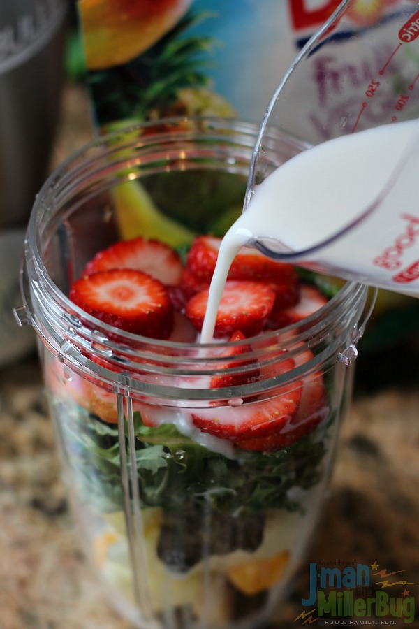 #BestBlendsForever #ad Strawberry and Kale Smoothie Process 4