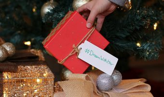 Tips for Teaching Children to Give Back During the Holidays
