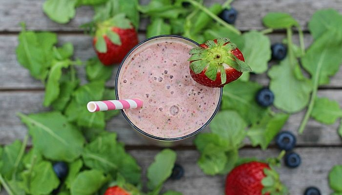 Hunger Busting Berry Kale Smoothie